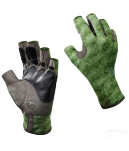 "Studio photo of the Angler II Glove Design ""Skoolin Sage"". Source: buff.eu"