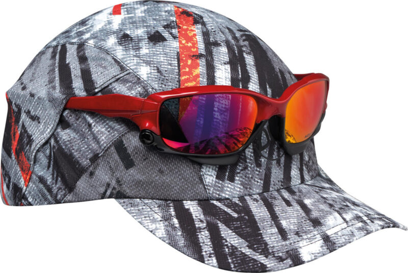 """A studio photo of the Pro Run Cap detail """"Sunglass Holder"""". 2 pockets allow you to secure your sunglasses on top of the visor in 2 positions. Source: buff.eu"""